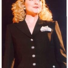 Jane Krakowski wears a black womens pantsuit