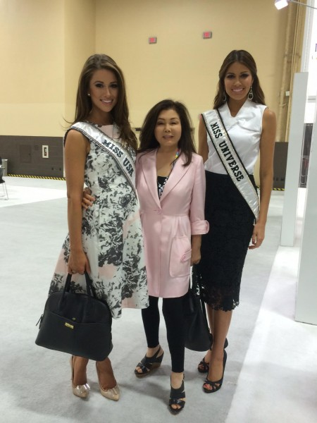 Susanna Forest with Ms. USA Nia Sanchez and Ms. Universe Gabriela Isler